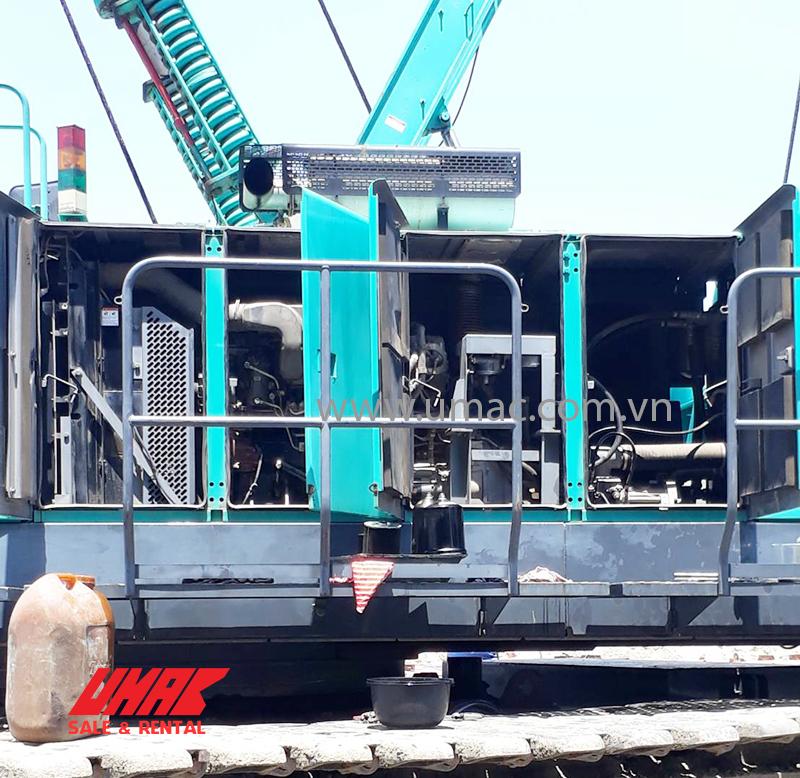 Thay dầu động cơ xe cẩu 180 tấn