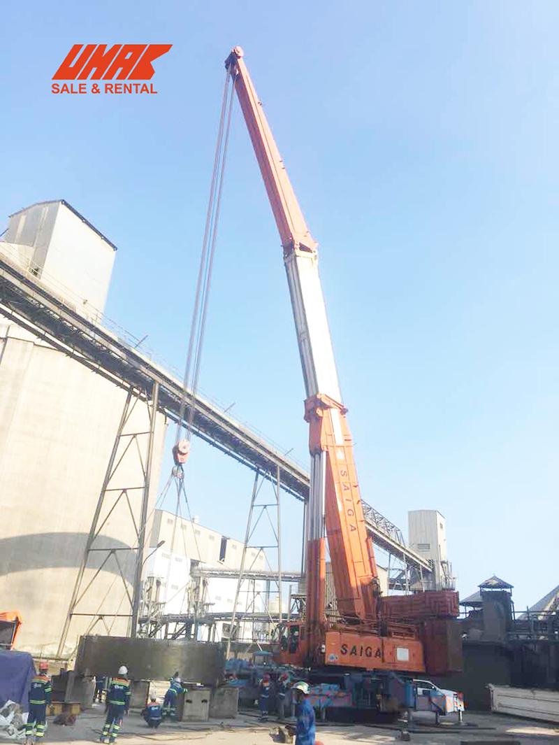Hình ảnh xe cẩu 500 tấn làm việc tại công trường